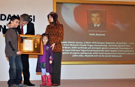 Abdullah Gül'ün en zor anları galerisi resim 11