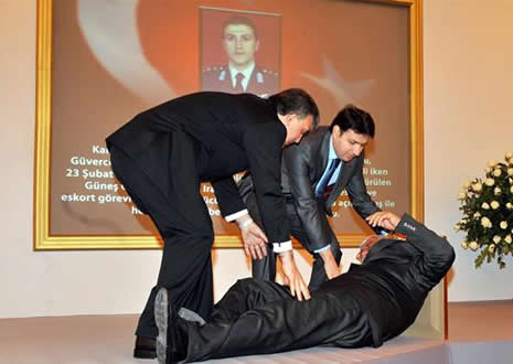 Abdullah Gül'ün en zor anları galerisi resim 4