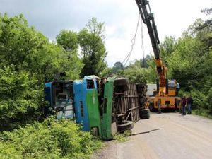Bolu'da madencilerin minibüsü TIR'la çarpıştı