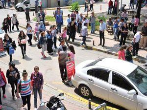 Deprem sonrası halk sokağa döküldü