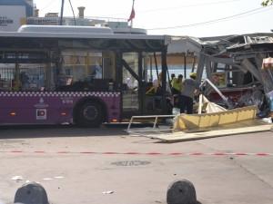 Kabataş İskelesinde otobüs faciası: 30 yaralı