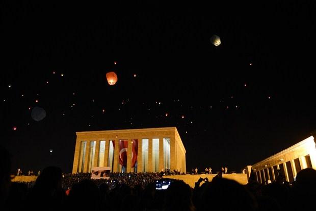 Anıtkabirden yükselen 1915 barış feneri Ankara'yı aydınlattı Foto-Galeri galerisi resim 1