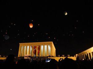 Anıtkabirden yükselen 1915 barış feneri Ankara'yı aydınlattı Foto-Galeri