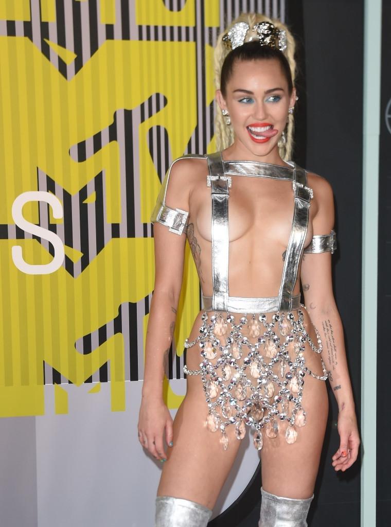 Miley Cyrus şok geçirtti Foto-Galeri galerisi resim 1