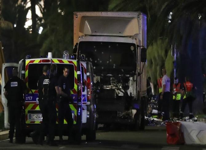 Fransa'nın ulusal gününde Nice'te terör saldırısı galerisi resim 1