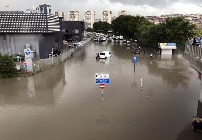 İstanbul'da sağanak yağış sonrası çekilen görüntüler galerisi resim 1