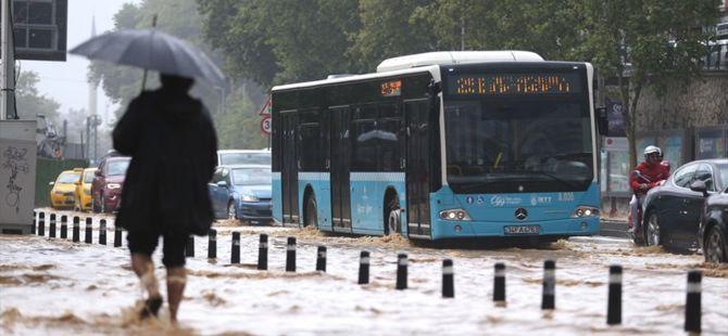 İstanbul'da sağanak yağış sonrası çekilen görüntüler