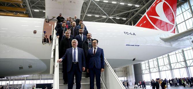 THY'nin 'Boeing 777' kargo uçağının teslim töreni