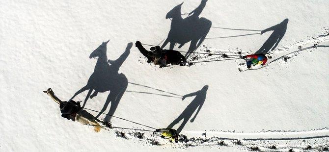 """""""Atlı snowboard"""" yapmanın heyecanını yaşadılar"""