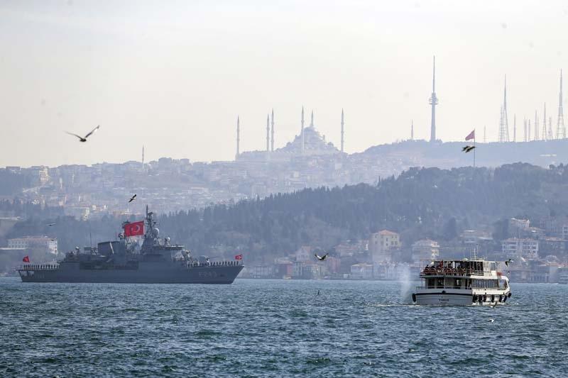Savaş gemileri Boğaz'dan geri döndü galerisi resim 1