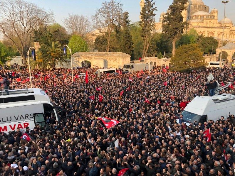 İstanbul Başkanı'nı böyle bağrına bastı galerisi resim 11