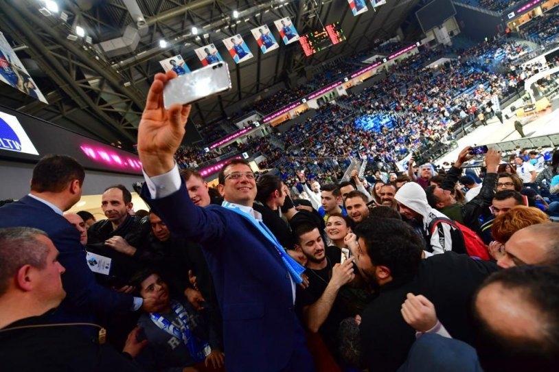 İstanbul Başkanı'nı böyle bağrına bastı galerisi resim 2