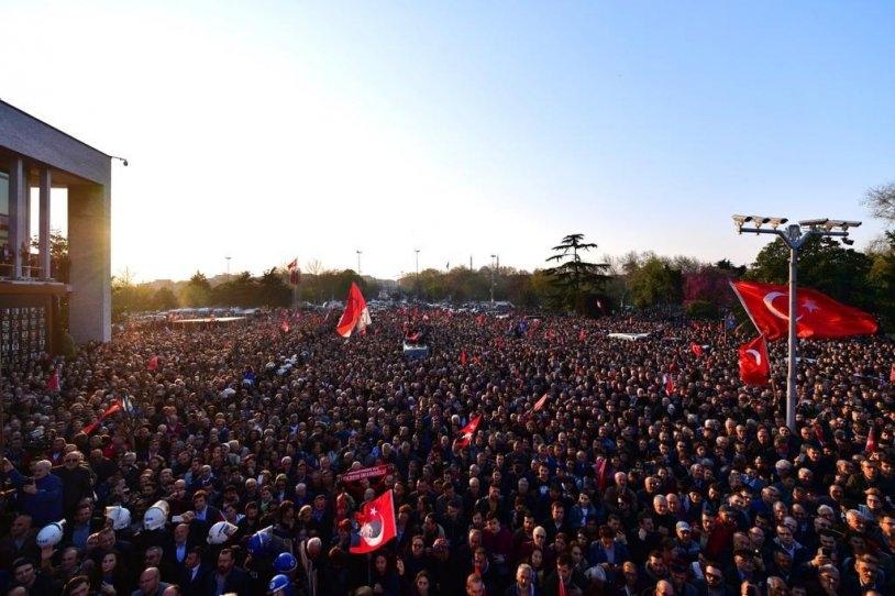 İstanbul Başkanı'nı böyle bağrına bastı galerisi resim 32