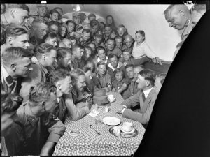 Hitler'in hiç bilinmeyen fotoğrafları ortaya çıktı!