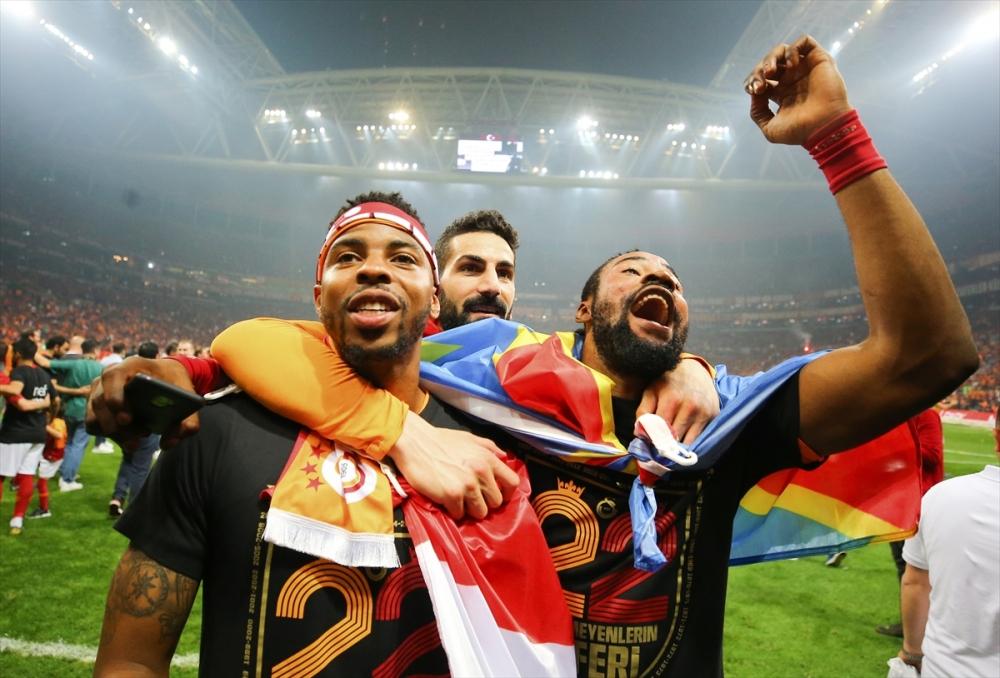 Dünya basını Galatasaray'ı manşetlere taşıdı galerisi resim 1
