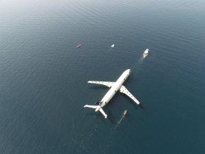 Dev yolcu uçağı Saroz Körfezi'ne batırıldı
