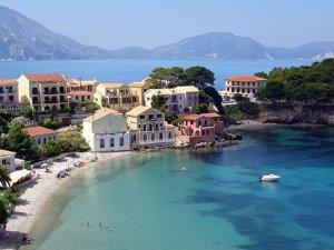 Bu Yunan adasına yerleşene 500 euro maaş , ev ve arsa bedava...