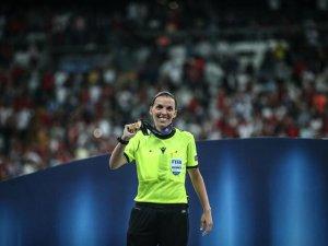 Süper Kupa finalini yönetti! Hakemlik dersi verdi...