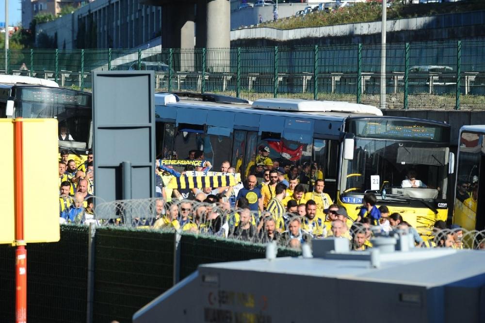 Fenerbahçeliler stada böyle geldi... galerisi resim 10