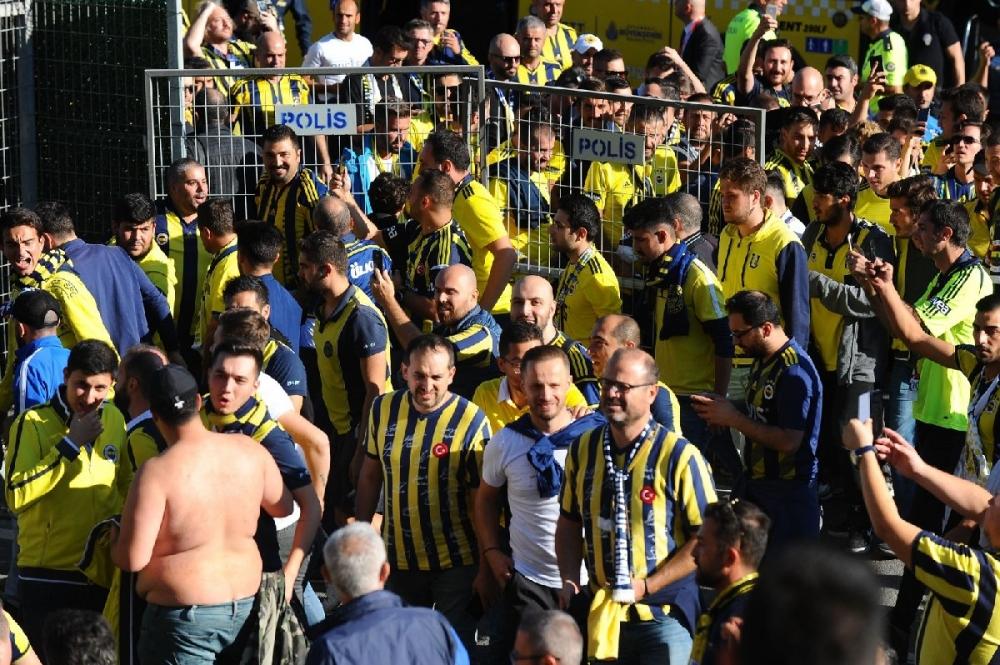 Fenerbahçeliler stada böyle geldi... galerisi resim 11