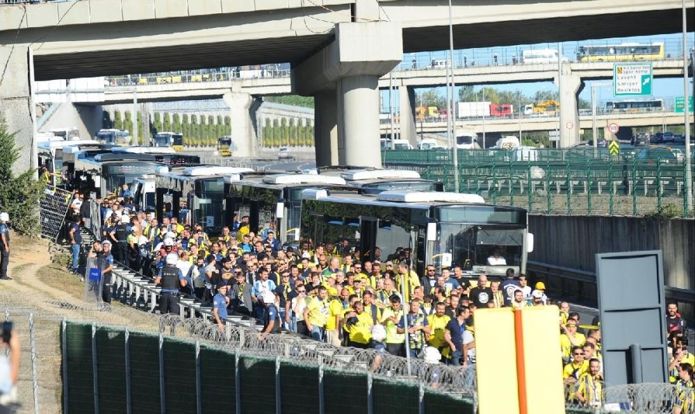 Fenerbahçeliler stada böyle geldi... galerisi resim 13