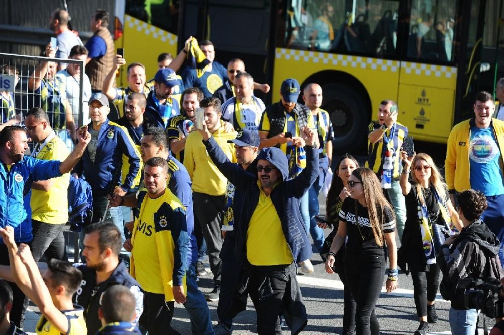 Fenerbahçeliler stada böyle geldi... galerisi resim 6