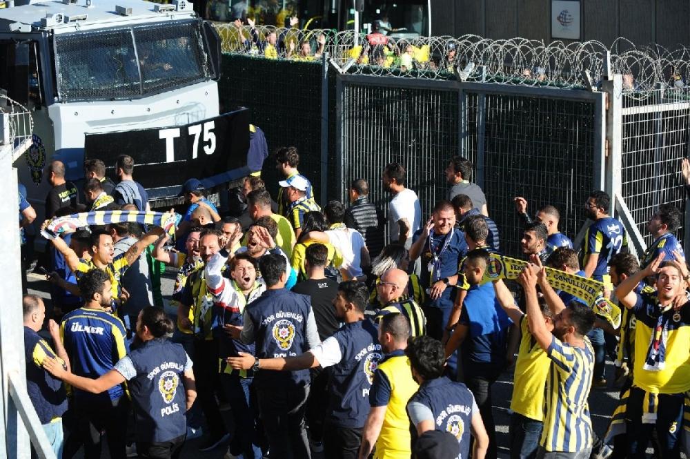 Fenerbahçeliler stada böyle geldi... galerisi resim 9