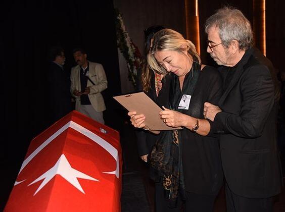 Tarık Ünlüoğlu'na gözyaşlarıyla veda! Cenazeye ünlü akını... galerisi resim 1