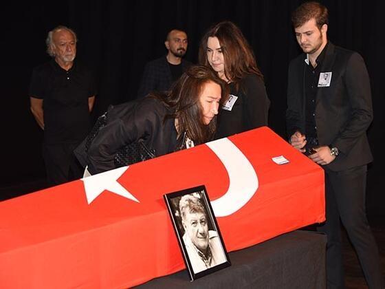 Tarık Ünlüoğlu'na gözyaşlarıyla veda! Cenazeye ünlü akını... galerisi resim 4