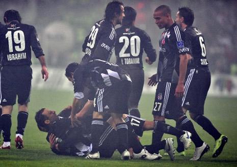 Beşiktaş Fenerbahçe'yi 3-0 yendi galerisi resim 4