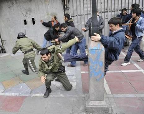 İran'da kan gövdeyi götürüyor! galerisi resim 12