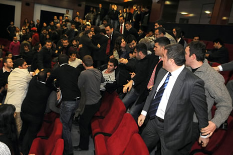 Egemen Bağış'a protesto galerisi resim 3