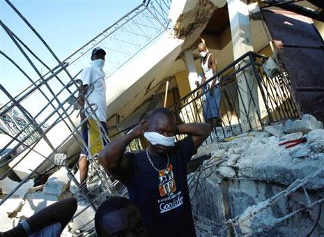 Haiti'de cesetler havada uçuşuyor galerisi resim 1