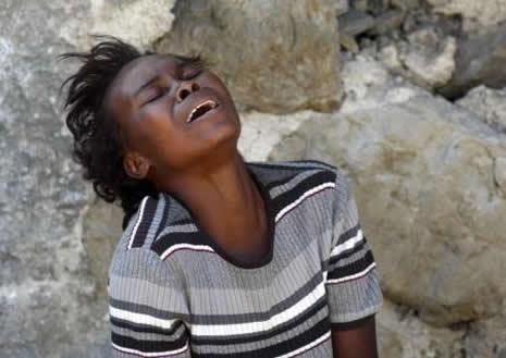 Haiti'de cesetler havada uçuşuyor galerisi resim 17