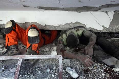 Haiti'de cesetler havada uçuşuyor galerisi resim 19