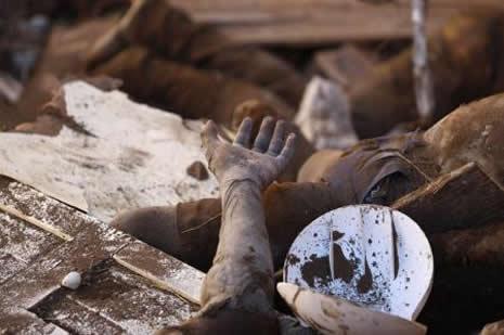 Haiti'de cesetler havada uçuşuyor galerisi resim 21