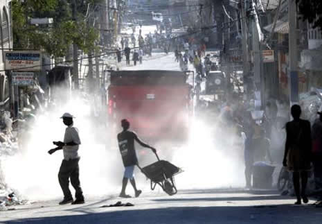 Haiti'de cesetler havada uçuşuyor galerisi resim 24