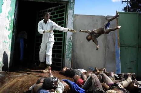 Haiti'de cesetler havada uçuşuyor galerisi resim 25
