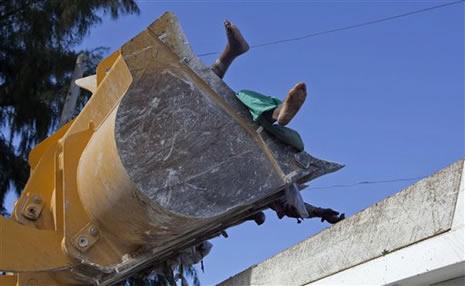 Haiti'de cesetler havada uçuşuyor galerisi resim 5