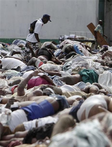 Haiti'de cesetler havada uçuşuyor galerisi resim 9