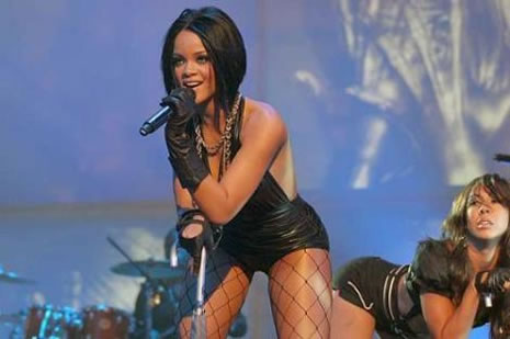 Ünlü popçu Rihanna soyundu galerisi resim 11