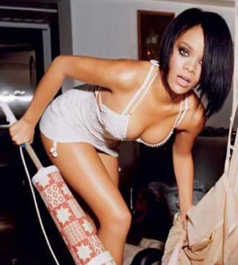 Ünlü popçu Rihanna soyundu galerisi resim 12