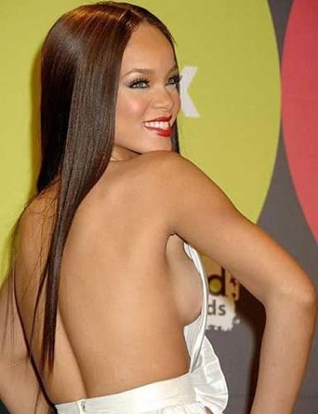 Ünlü popçu Rihanna soyundu galerisi resim 13