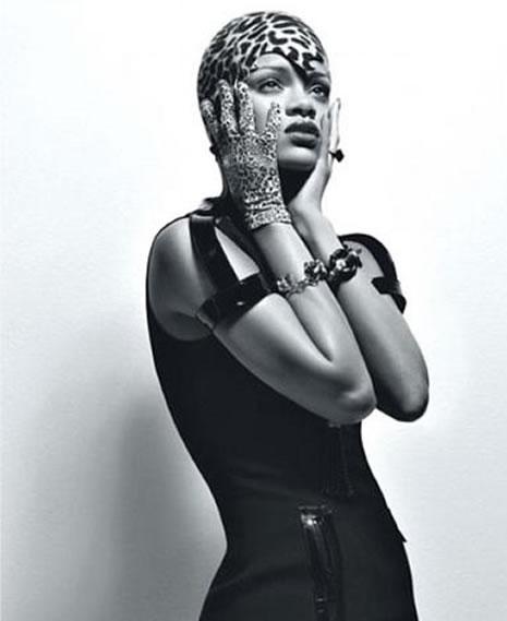 Ünlü popçu Rihanna soyundu galerisi resim 2