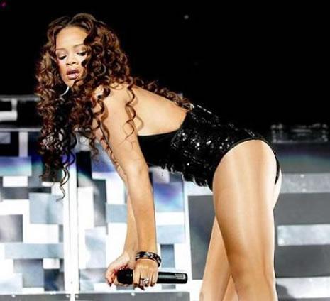 Ünlü popçu Rihanna soyundu galerisi resim 22