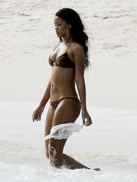 Ünlü popçu Rihanna soyundu galerisi resim 26