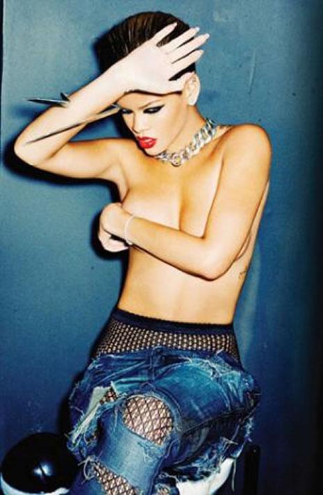 Ünlü popçu Rihanna soyundu galerisi resim 29
