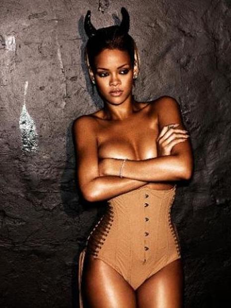 Ünlü popçu Rihanna soyundu galerisi resim 30