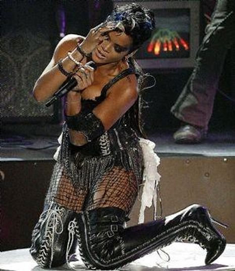 Ünlü popçu Rihanna soyundu galerisi resim 31