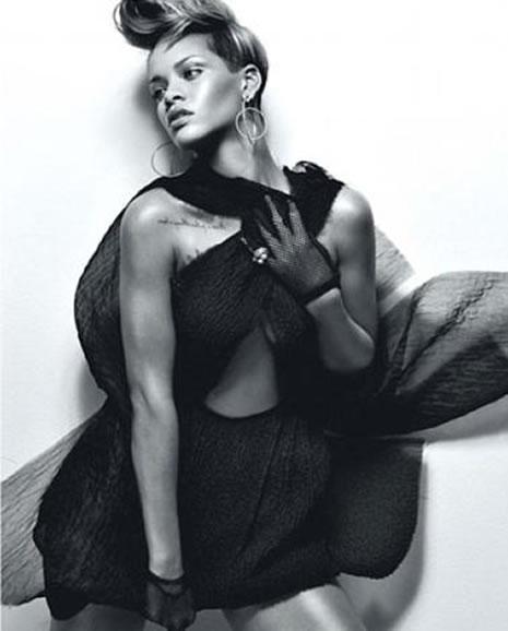 Ünlü popçu Rihanna soyundu galerisi resim 5
